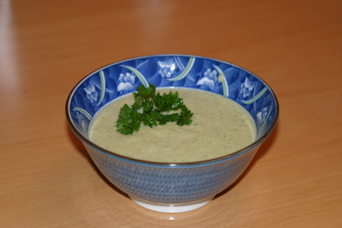 A smooth and yummy herbs and leeks soup